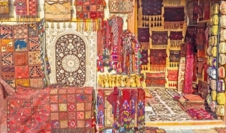 I brillanti colori dei tappeti e delle tappezzerie del mercato di Bukhara