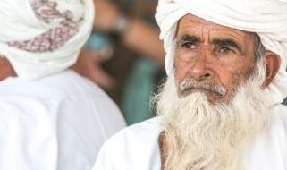Un abitante dell'Oman con la tunica ed il turbante della tradizione
