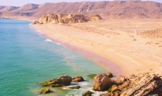 Il deserto incontra il mare nella regione di Salalah