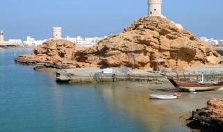 Tour Oman: vista della costa della città di Sur