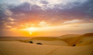 Viaggio in Oman: i colori del tramonto sul deserto