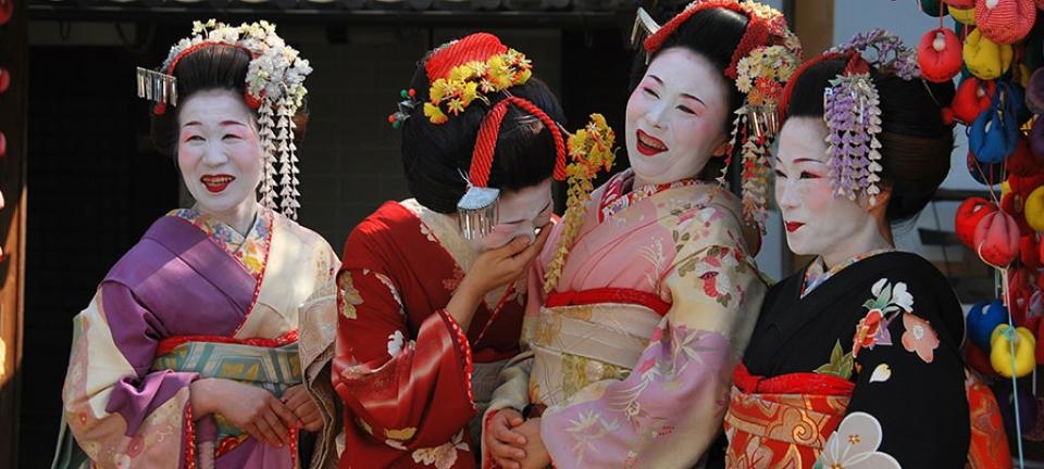 Donne giapponesi con kimono tradizionale