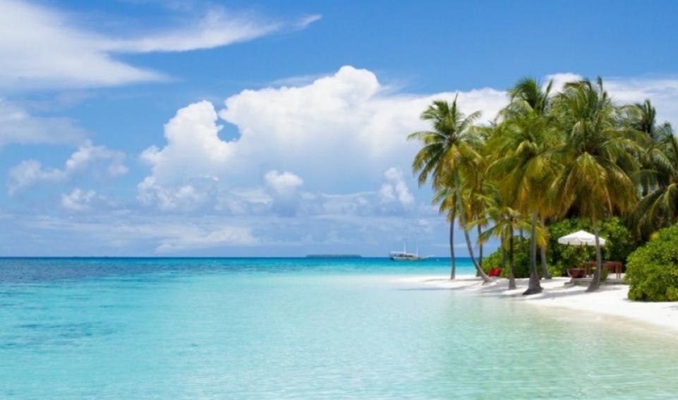 Maldive - veduta classica da un atollo