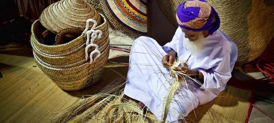 Oman La Grande Moschea è un luogo di culto che richiede un vestiario particolare