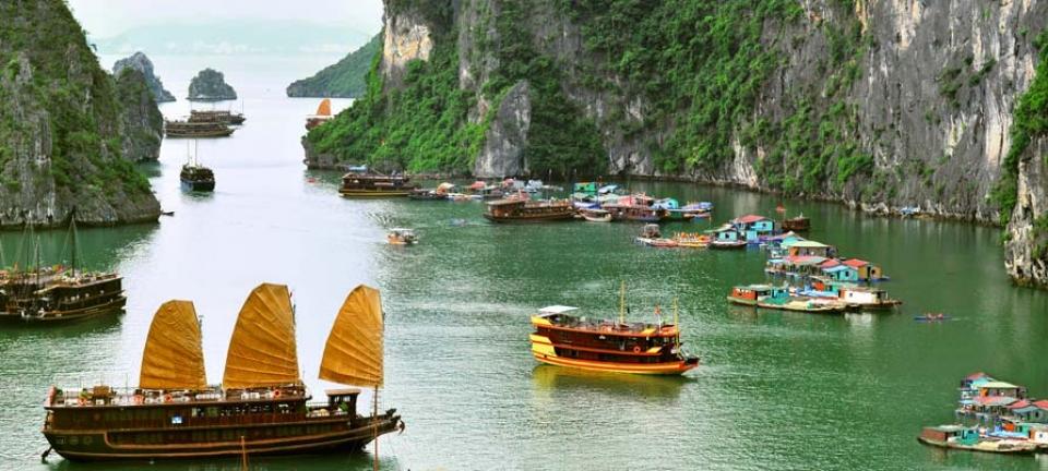 Tour in Vietnam - Scorcio della baia di Ha Long, tappa immancabile in un viaggio nelle terre vietnamite
